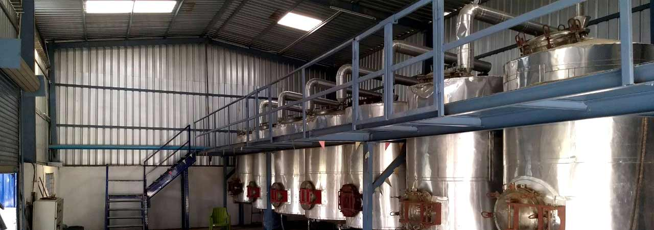 distillation-of-essential-oils-india
